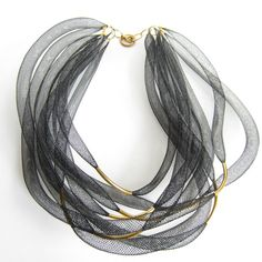 COLLANA nera multi filo tubi rete in nylon di REDbold su DaWanda.com Ribbon Jewelry, Fabric Jewelry, Beaded Jewelry, Black Necklace, Diy Necklace, Necklace Designs, Handmade Accessories, Handmade Jewelry, Diy Choker