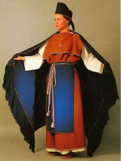 sinisetrunot:    Ancient Finnish national costume of Masku, from the 12th century.