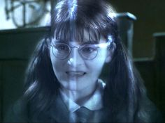 Shirley Henderson as Moaning Myrtle Of all the ghosts in the Harry Potter universe, none bothered the students at Hogwarts as much as Myrtle Elizabeth Warren, more. Harry Potter Quiz, Harry Potter World, Harry Potter Characters, Harry Potter Halloween Costumes, Harry Potter Cosplay, Scary Halloween, Moaning Myrtle Costume, K Pop, Desenhos Harry Potter