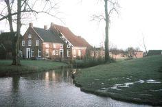 Finsterwolde, Hoofdweg, de boerderij van de familie Kremer. In het jaar 1990 werd het volledige schuurgedeelte va de boerderij door een storm verwoest.
