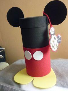 reciclaje de mickey mouse - Buscar con Google Minie Mouse Party, Fiesta Mickey Mouse, Mickey Mouse Bday, Mickey Party, Mickey Mouse And Friends, Mickey Mouse Birthday, Disney Diy, Walt Disney, Miki Mouse