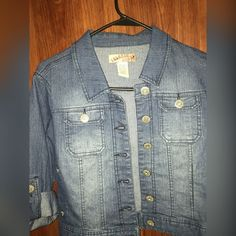 Jean Jacket ✳️⚜CONDITION : Good condition has been worn only twice but no stains, or holes ✳️ ⚜ COLOR : Dark Blue / Light Blue  ✳️ ⚜ FIT : Fit is comfortable for S to M ✳️⚜ SIZE : M ✳️⚜ NOT : TRADING! ✳️⚜ I SHIP : 1-2 days !!!!! ✳️ ⚜ PLEASE : remember I do need to make some kind of profit ! ✳️ ⚜ ALWAYS : Make an offer ! Breaker Jeans Jackets & Coats Jean Jackets