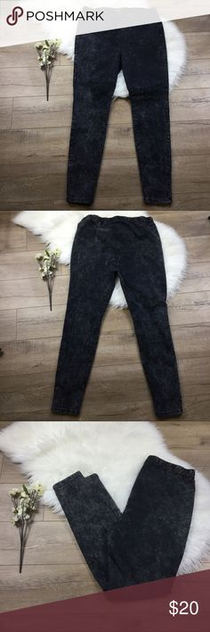 Forever 21 Plus Black acid wash jean like jaggings Black acid wash skinned jean like jaggings from Forever 21 plus. Size 18, additional measurements included to ensure proper fit. Very stretchy, no pockets. Elastic waistband, seems to be higher waisted. Save 20% instantly when bundled with any other item! Forever 21+ Jeans Skinny