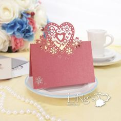 korttiin: 50pcs Red Love Heart Laser Cut Table Name Place Cards Wedding Party Favor Decor