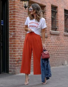 Looking for the latest street style outfits? Here are 25 street style outfits that looks stylish and fashionable in every way! Style Désinvolte Chic, Mode Style, Casual Outfits, Cute Outfits, Fashion Outfits, Casual Jeans, Urban Outfits, Dress Casual, Dress Outfits