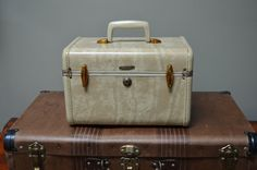 $29.90 ✿ bluefolkhome on etsy ✿ Vintage Samsonite Train Case 1950 1960 Small Overnight Bag