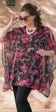 Kasbah pink/black voile splash top at Box as spring summer months … family and friends meetings, weddings, engagement etc … - Diy 5 Minutes Crafts Curvy Fashion, Plus Size Fashion, Womens Fashion, Plus Size Dresses, Plus Size Outfits, Plus Size Sommer, Xl Mode, Summer Kimono, Moda Plus