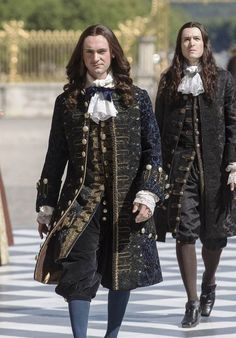 Let's turn back times. Louis Xiv Versailles, Versailles Tv Series, Historical Costume, Historical Clothing, Luís Xiv, 17th Century Fashion, Rococo Fashion, 18th Century Costume, Theatre Costumes