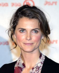 Keri Russell with lovely gently tousled waves. Keri Russell, Soft Summer Makeup, Wind In My Hair, Show Beauty, Natural Makeup Looks, Natural Beauty, Girl Celebrities, Female Actresses, Beautiful Actresses