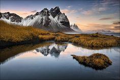 Klifatindur, Austurland, Island, 17.11.13 https://www.facebook.com/DP.Photography.Images … mit dieser Aufnahme eröffne ich meine neue Serie, Island im November 2013. Eine spannende und eindrucksvolle, aber auch teils sehr fordernde Tour liegt nun hinter mir, 12 Tage isländischer Winter, von West nach Ost, 3.000 km über teils abenteuerlich verschneite bzw. gefrorene Straßen und Wege. Das Bild entstand gegen Mittag, rund 2 Stunden nach Sonnenaufgang und zeigt einen Teil des Klifatindur…