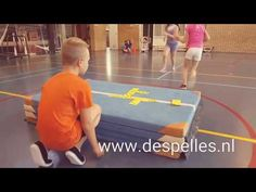 Domino in de gymles! - YouTube