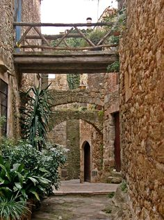 Peratallada, Catalonia, Spain photo from knickerbocker Wonderful Places, Beautiful Places, Barcelona Catalonia, Pathways, Beautiful World, Portugal, Architecture, Bridges, Outdoor
