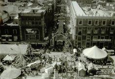 Zocalo y Avenida 5 de Mayo en la decada de los 20,s