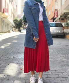 [New] The 10 Best Fashion Today (with Pictures) Modern Hijab Fashion, Modesty Fashion, Hijab Fashion Inspiration, Islamic Fashion, Fashion Mode, Muslim Fashion, Fashion Bags, Hijab Style Dress, Casual Hijab Outfit