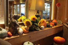 Ambiance cocooning et cosy au lobby du RoyAlp, il n'attend que vous! Lobby, Spa, Pumpkin, Pumpkins, Squash