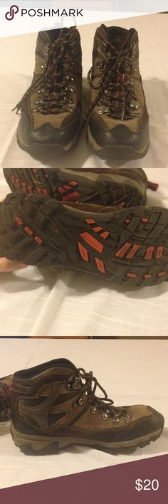 Real tree men's hiking boots Size 8 in nearly new condition. Very little wear Realtree Shoes Boots