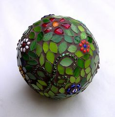 garden sphere Mosaic ball, I am going to do one of these with a bowling ball, then place on a stand in the yard. ball, I am going to do one of these with a bowling ball, then place on a stand in the yard. Mosaic Crafts, Mosaic Projects, Mosaic Art, Mosaic Glass, Mosaic Tiles, Glass Art, Stained Glass, Tiling, Pebble Mosaic