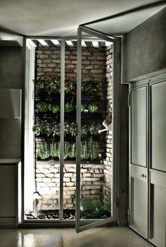 Un balcon potager. Un appartement à Rome... superbe