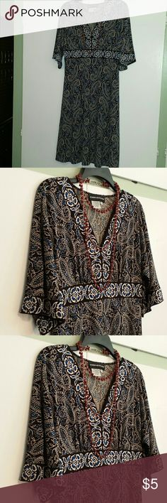 Donna Morgan Paisley Dress Size 12 This is a previously loved black, white and blue paisley dress. Price is firm and is priced to move quickly. Red and silver toned necklace is sold separately in a separate listing. Donna Morgan Dresses Midi