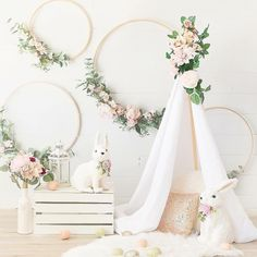 Can grown-ups fit in that teepee? We love style! Bunny Birthday, 1st Birthday Girls, Unicorn Birthday Parties, Wedding Table Decorations, Birthday Party Decorations, Ideas Aniversario, First Birthday Photography, 1st Birthday Photoshoot, 1st Birthday Pictures