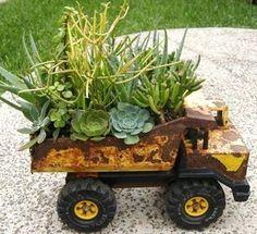 Souvenir et Jardinage - récupérer des objets insolites pour s'en servir de jardinière.