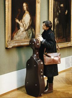 Salome Kammer as Klarissa Lichtblau cellist ('Heimat 2' - 1992) watch Anthonis Van Dyck's painting 'Mary Ruthven als cellospielerin'.