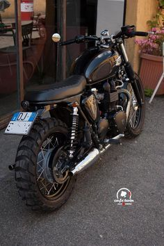 Triumph Bonneville with Metzeler Karoo 3 tires