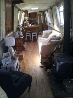 Houseboat Interiors Ideas - The Urban Interior Canal Boat Interior, Tulum, Narrowboat Interiors, Houseboat Living, Houseboat Decor, Houseboat Ideas, Living On A Boat, Floating House, Tiny House Movement