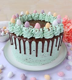 Recipe for an Easter Speckled Egg Drip Cake with pastel vanilla sponge, vanilla buttercream, chocolate ganache drip, speckled egg effect and mini eggs! Easter Egg Cake, Easter Cupcakes, Easter Cookies, Easter Treats, Easter Food, Chocolate Easter Cake, Easter Cake Desserts, Easter Cake Flavors, Cakes For Easter