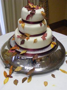 Google Image Result for http://theascotcakekitchen.files.wordpress.com/2009/11/autumnal-leaves-wedding-cake1.jpg