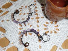 Orecchini fatti a mano con filo di rame e mezzi cristalli  MaPu'S Art su www.blomming.com