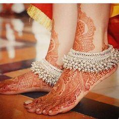 Prettiness well defined in the details !! #NeilandRukmini #bride #bridetobe #bridalstyle #bridalwear #weddinggoals #bridaljewellery…
