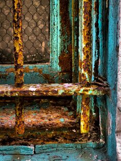 Love the patina.Rusty Cage by Skip Hunt, via Rust Never Sleeps, Rust Paint, Image Deco, Rust In Peace, Rusted Metal, Patina Metal, Peeling Paint, Rust Color, Colour