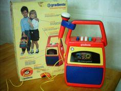 Objetos-ostentação que eram nosso desejo nos anos 90 Retro Toys, Vintage Toys, Retro Vintage, Karaoke, 90s Nostalgia, Old Ads, My Childhood Memories, My Memory, Getting Old
