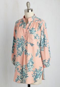 Prepping your dinner party eats in this pastel pink blouse will energize your culinary creativity! Inspiring your fare to take on a totally unique flavor with its blue-and-cornflower floral print, chest pocket, and tab sleeves, this woven top brings color to your kitchen capers.