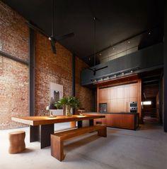 Loft-Wohnung hohe decke-gestalten Urban-Look Wand-Ziegel Lucky-Shophouse