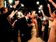 Si estás buscando fotos creativas para tomarte con tu pareja el día de la boda, inspírate en estas hermosas imágenes; crearás recuerdos que sin duda atesorarás toda la vida.