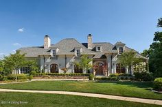 Let's talk about dream home shall we! Where would I even find a beautiful home like this! Sometimes when I see big beautiful homes, I feel like ringing their door bell and asking them what they do for a living! I am totally willing to work for my fortune!