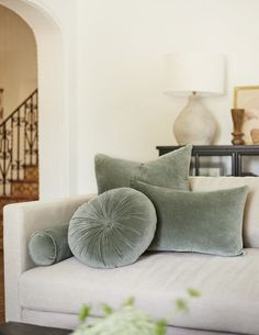 Velvet Pillows, Diy Pillows, Sofa Pillows, Pillow Ideas, Living Room Shop, Living Room Modern, Living Room Decor, Modern Pillows, New Furniture