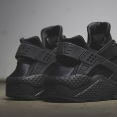 Nike Women's Air Huarache in all Black