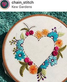 Embroidery patterns heart appliques New Ideas Embroidery Hoop Decor, Embroidery Hearts, Floral Embroidery Patterns, Crewel Embroidery Kits, Modern Embroidery, Cross Stitch Embroidery, Embroidery Designs, Donia, Embroidery Techniques