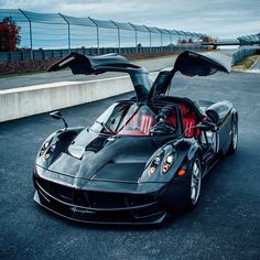The Pagani Huayra - Super Car Center Luxury Sports Cars, Exotic Sports Cars, Exotic Cars, Pagani Huayra, Supercars, Dream Cars, Super Sport Cars, Car Gadgets, Amazing Cars