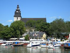 Naantali port and century church, Finland - Tourist attractions in Finland Good Neighbor, 15th Century, Great Pictures, Helsinki, Old Town, Norway, Indoor Outdoor, Wooden Houses, Europe