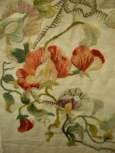 Victorian_Table_cover_Hand_Emb_as185a025b-3.jpg (480×640)