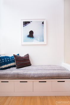 For those of you who follow Woods & Weaves, you'll know I'm a huge fan of Amber Interiors. She transformed this Venice Beach home from sadly ordinary to effortlessly chic. While each room is beautiful, I do find the guest bathroom to be extraordinary. From the b