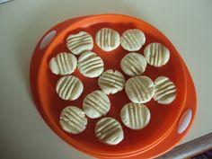 Vocês se lembramdaqueles biscoitinhos redondinhos de maisena que derretem na