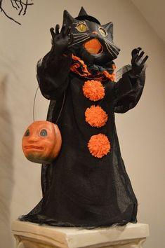 Vintage Halloween Images, Retro Halloween, Vintage Halloween Decorations, Halloween Doll, Halloween Items, Halloween Fashion, Spirit Halloween, Holidays Halloween, Spooky Halloween
