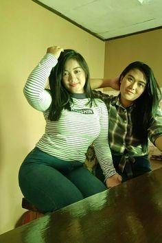 Burmese Girls, Desi Girl Image, Teen Girl Poses, Muslim Women Fashion, Asian Model Girl, Girls In Leggings, Curvy Girl Fashion, Cute Asian Girls, Beautiful Asian Women