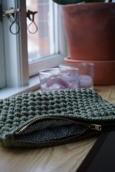 HÆKLEDE PUNGE – TRE TEKNIKKER Needle And Thread, Diy Fashion, Projects To Try, Beanie, Knitting, Crochet, How To Make, Handmade, Crafts