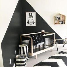 Ideas para pintar la habitación del bebé en dos colores : Toma nota de nuestra sugerencia del día: pintar la habitación del bebé en dos colores. Si estás al comienzo de tu proyecto decorativo lo primero que tienes